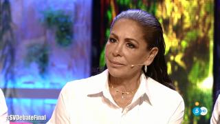 Isabel Pantoja escuchando atentamente a Omar Montes./Mediaset