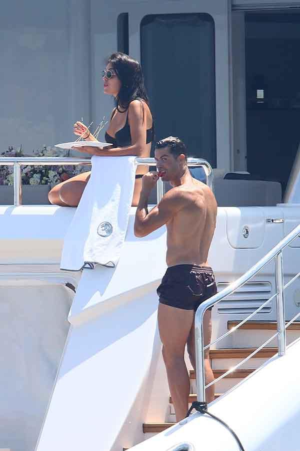 Cristiano Ronaldo junto a Georgina en sus últimas vacaciones en Cannes / GTRES