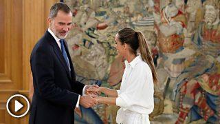 La reacción de los reyes Felipe y Letizia cuando una efusiva Ona Carbonell se salta el protocolo en Zarzuela / Gtres
