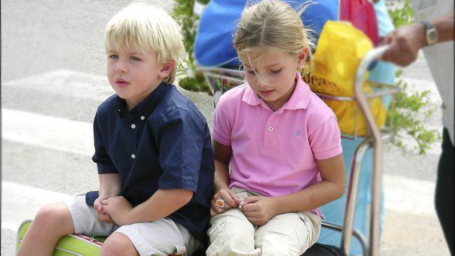 Las imágenes que nunca has visto de Luis y Amina, los nietos menores de la duquesa de Alba que cumplen 18