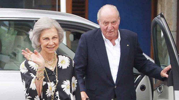 El Rey Juan Carlos y la Reina Sofía hace dos semanas en Sanxenxo / GTRES