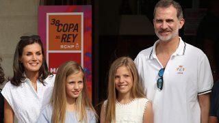 Los Reyes y sus hijas en Mallorca / Gtres