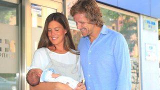 Álvaro de la Lama y Emilia Alfaro presentan públicamente a su segundo hijo / Gtres