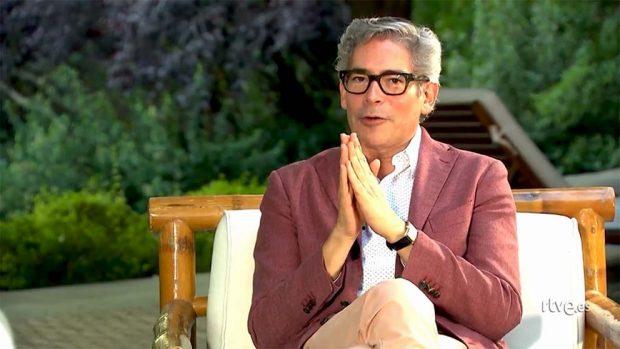 Isabel Preysler concede una entrevista en el momento más difícil de Julio Iglesias