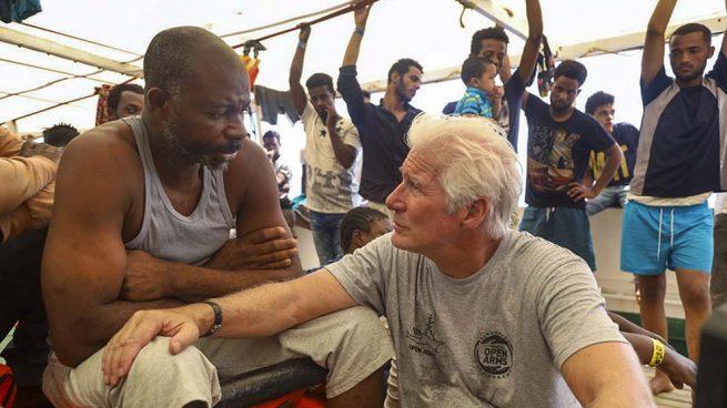 Richard Gere acude al 'Open Arms'… ¡A bordo de un yate privado!