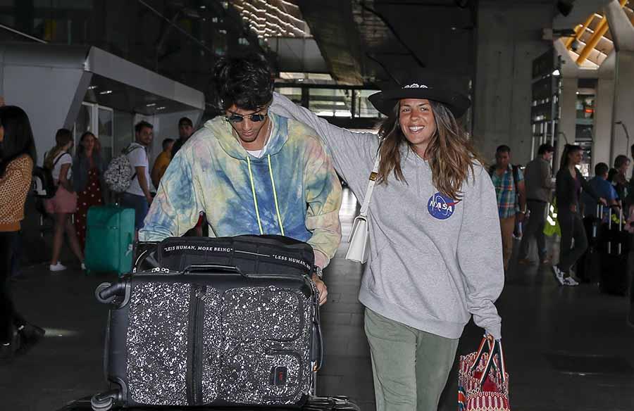 Laura Matamoros y Daniel Illescas regresando de uno de sus espectaculares viajes / GTRES
