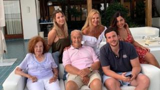 Álex Lequio y Ana Obregón, junto a su familia / Instagram.