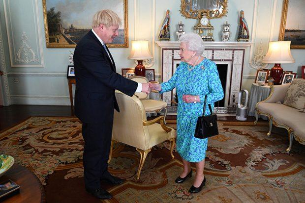 Boris Johnson,reina Isabel