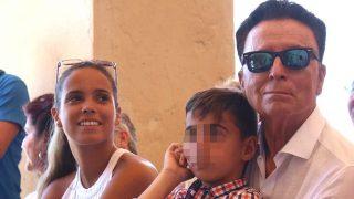 Gloria Camila, junto a su padre, el torero Ortega Cano, en la presentación de la 'X Semana Cultural Rocío Jurado' en Chipiona / Gtres