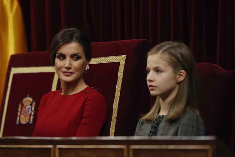 La Princesa Leonor bajo la atenta mirada de su madre, la Reina Letizia / GTRES