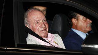 El rey Juan Carlos a la entrada del hospital / Gtres