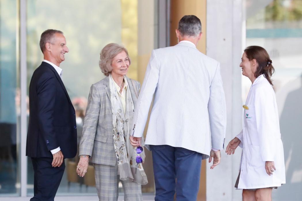 La reina Letizia, sorprendente ausencia en la visita a don Juan Carlos