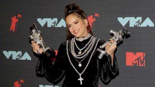 Rosalía posa con sus dos premios MTV / Gtres