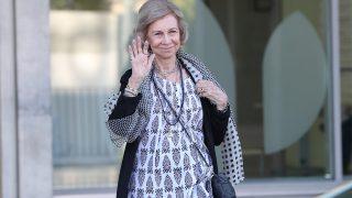 La reina Sofía saliendo de visitar al rey Juan Carlos en la clínica Quirón / Gtres