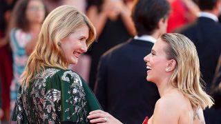 Scarlett Johansson y Laura Dern en el Festival de Venecia /Gtres