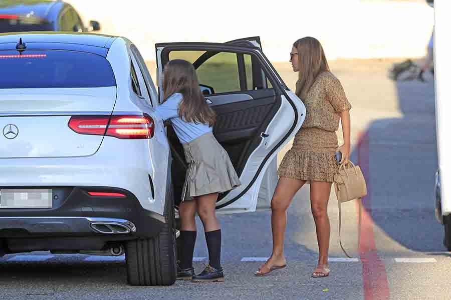Paula Echevarría acompañando a su hija en su primer día de colegio / GTRES