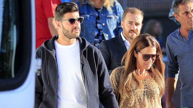 Paula Echevarría y Miguel Torres acompañando a la hija de la actriz en su primer día de colegio / GTRES