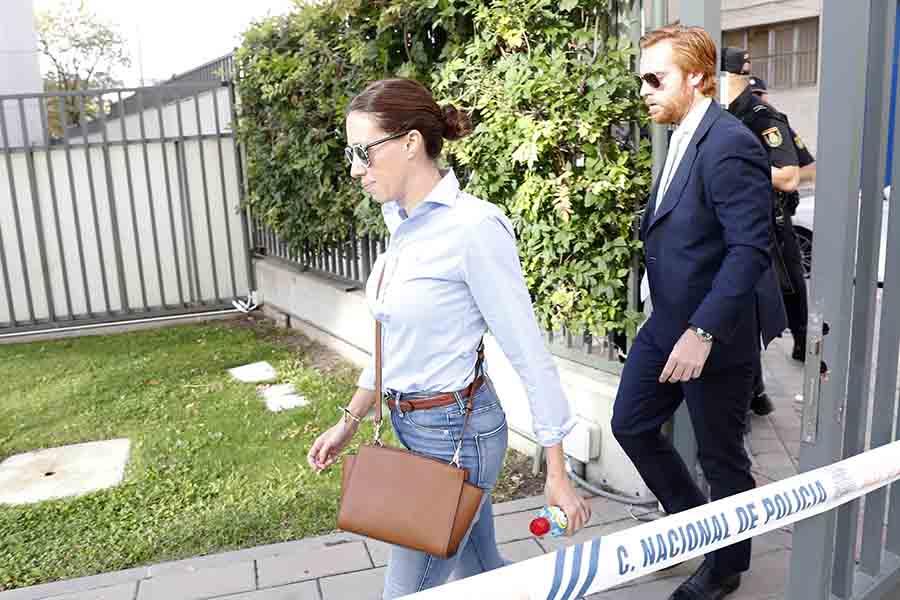 Carola Escámez ha llegado a los juzgados acompañada únicamente de su abogado / GTRES