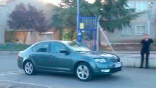 El coche en el que Iñaki Urdangarin se ha desplazado hasta el centro de voluntariado de Madrid / Imagen: La Sexta