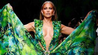 Jennifer López durante el último desfile de Versace/ Gtres