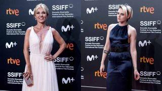 Cayetana Guillén Cuervo y Kristen Stewart en la primera noche del Festival de San Sebastián / GTRES