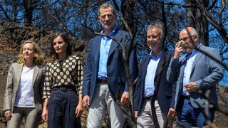 Los Reyes Felipe VI y Letizia en su visita a las zonas afectadas de Gran Canaria / GTRES
