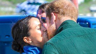 Meghan y Harry se dan un romántico beso antes de emprender actividades separados / GTRES
