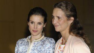 La infanta Elena y la reina Letizia en una imagen de archivo / Gtres