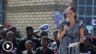 Meghan Markle, dando su discurso en Sudáfrica / Gtres