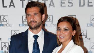 Chenoa junto a su prometido, Miguel Sánchez Encinas en un evento en Madrid / Gtres