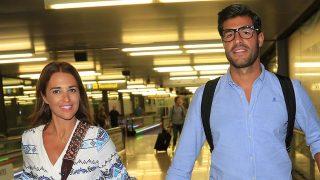 Paula Echevarría y Miguel Torres disfrutan de una escapada londinense junto a su hija./ Gtres