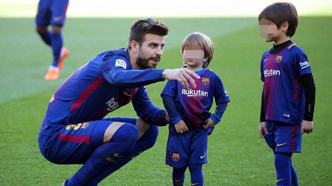 Gerard Piqué junto a sus hijos en una imagen de archivo / GTRES