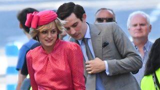 Emma Corrin y Josh Connor en el rodaje de 'The Crown' / Gtres