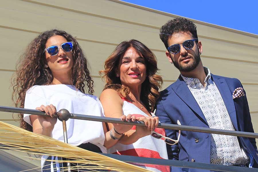 Raquel Bollo junto a sus hijos Alma y Manuel / GTRES
