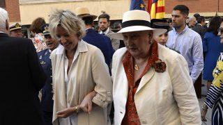 Doña Pilar de Borbón en la fiesta de la Guardia Civil de Palma junto a su hija Simoneta. / Gtres
