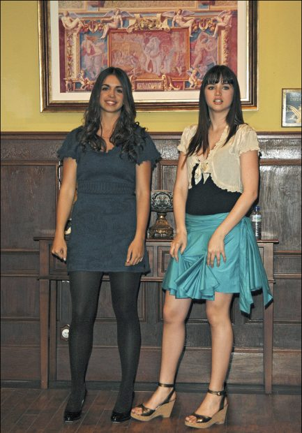 """Elena Furiase y Ana de Armas en el año 2010, durante el rodaje de 'El internado"""" / Gtres"""