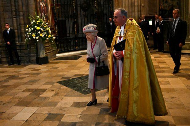 La reina Isabel II guarda mucho cariño a la iglesia gótica: allí vivió su coronación en 1953 / Gtres