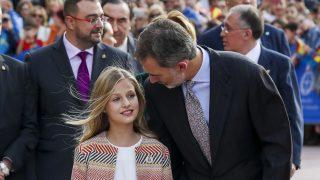 Felipe VI y su hija, Leonor, en su llegada a Oviedo este pasado jueves / Gtres