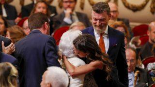 Telma Ortiz abraza a su abuela, Menchu Álvarez del Valle / Gtres
