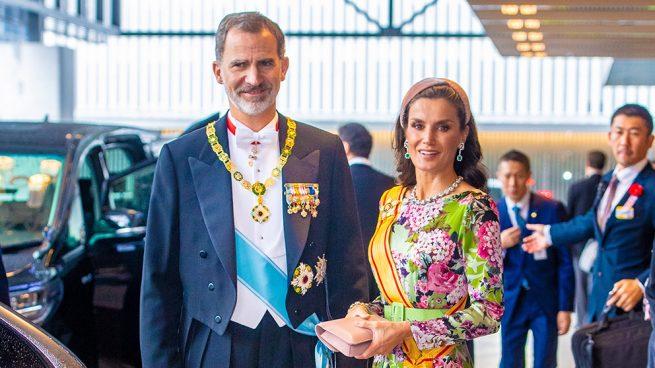 Las esmeraldas de doña Sofía, los chatones de Victoria Eugenia y su anillo fetiche: Letizia, más reina que nunca en Tokio