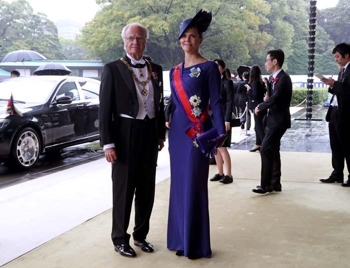 Doble duelo: Las 'royals' enfrentan sus armarios de lujo en Japón