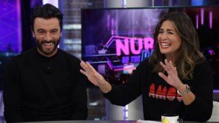 El actor Javier Rey junto con la periodista Nuria Roca en 'El Hormiguero'. / Atresmedia