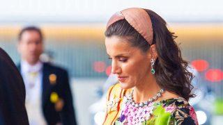 La reina Letizia ha debutado en Japón con un vestido floral firmado por esta diseñadora cordobesa con la que Look ha hablado en exclusiva /Gtres