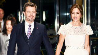 Los príncipes Federico y Mary de Dinamarca en la recepción oficial del emperador nipón. / Gtres