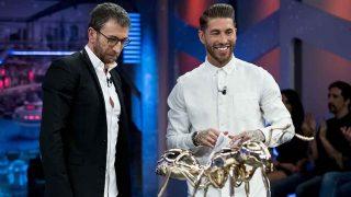 Pablo Motos y Sergio Ramos durante la última visita del futbolista a 'El Hormiguero' / GTRES