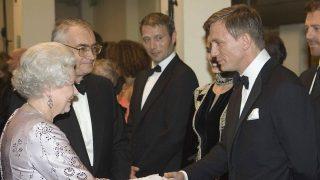 La reina Isabel y Daniel Craig / Gtres