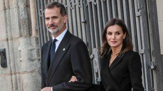 Felipe y Letizia en un funeral el pasado mes de abril / Gtres