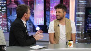 El cantante Pablo López en el programa de Pablo Motos. / Atresmedia