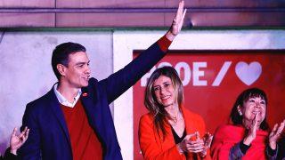 Pedro Sánchez y Begoña Gómez, durnate la rueda de prensa del PSOE tras las elecciones generales del 10 de noviembre / Gtres