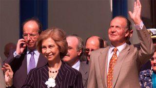 Doña Sofía y don Juan Carlos en su visita a Cuba / Gtres